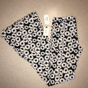 🌴NWT Forever 21 Flare Knit Pants Black Off White